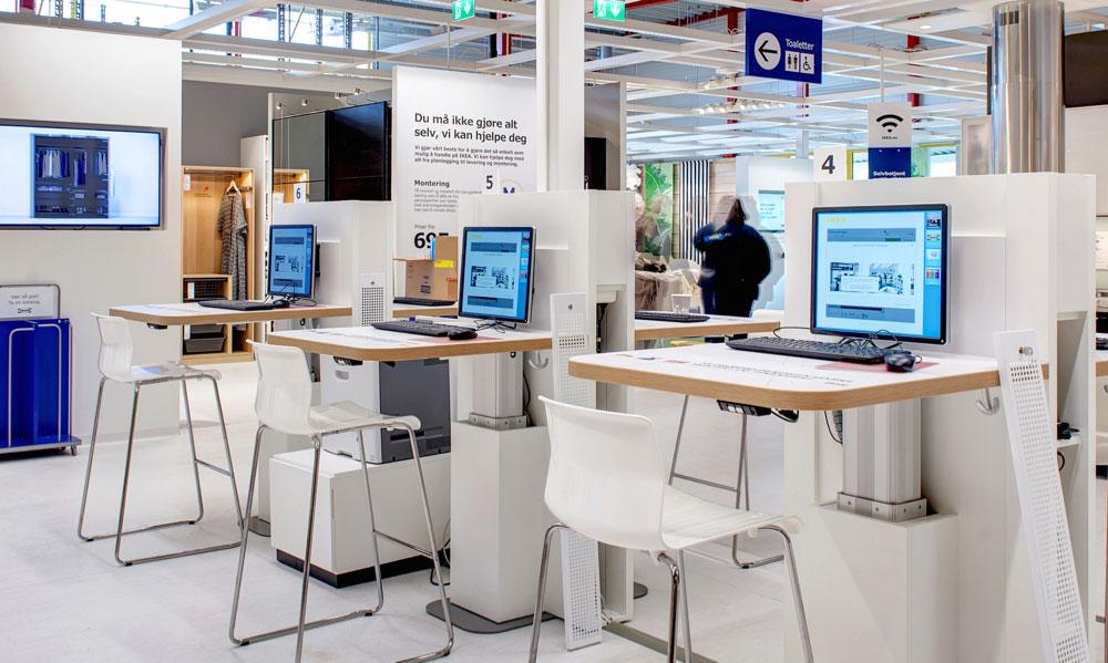 På Ikeas service & pick-up point i Tromsø kan kundene bestille på skjermer om står klare, og hente varene samme sted noen uker senere. (Foto: Ikea)