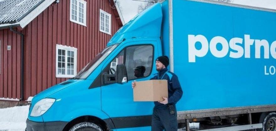 PostNord forventer mye netthandel det neste døgnet og sjåførene har i dobbelt forstand hendene fulle. (Foto: PostNord)