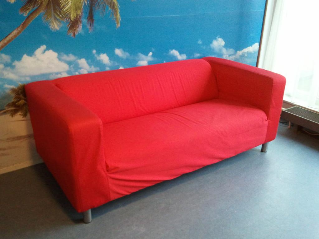 Den opprinnelige Klippan- sofaen var en 2- seter, men i dag kan man i tillegg få kjøpt en 4- seter og diverse tilbehør som også går under navnet Klippan. Trekket kan skiftes ut dersom man ønsker det, og Ikea lanserer jevnlig nye farger og mønstre på trekkene de selger. (Foto: Wikipedia)