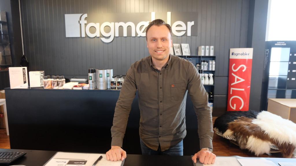 I morgen åpner Stian Sørvik Fagmøbler-butikk nr. to i Trøndelag, og er også sjef butikken på Klett. (Foto: Odd Henrik Vanebo)