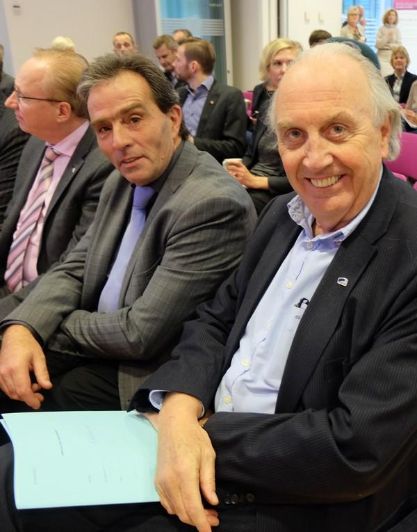 Finanspolitikere på 1. rad, fra h. Svein Flåtten (H), Tom E. B. Holthe og Gjermund Hagesæter (begge FRP).