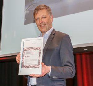 Fora Form vant Årets produkt med loungestolen «Camp». Administrerende direktør Ivar Sandnes tok imot prisen. Foto: Kristin Jacobsen / Studio Oscar
