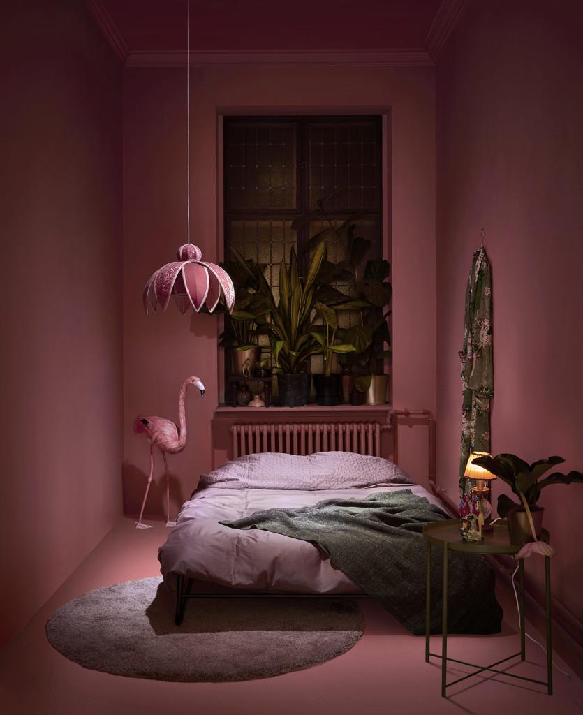 HAMMARN sovesofa er laget med skandinavisk enkelhet i bakhodet og har elegant design. Det tar bare 30 sekunder å gjøre den om til ei komfortabel seng med plass til to. (Foto: IKEA)