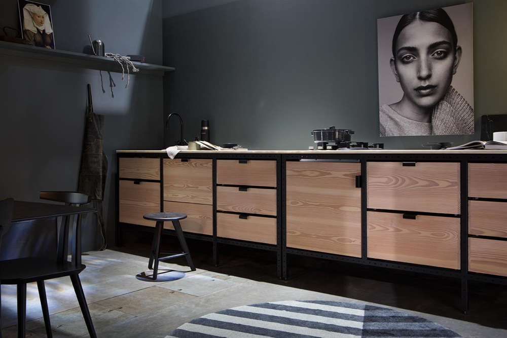 Det eksponeres også spennende kjøkkennyheter. (Foto: Inger Marie Grini – Stylister: Kirsten Visdal og Per Olav Sølvberg)