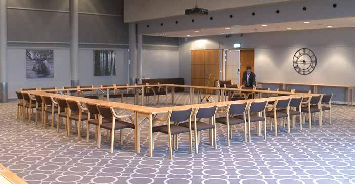 Laminette, i utallige møterom, venterom og forsamlingshus.