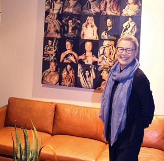 Fotografen Jimmy Nelson er verdensberømt for sine portretter og bilder fra bortgjemte og glemte stammer. På oppdrag fra Slettvoll har han også portrettert en del av de ansatte – drapert i møbeltekstiler.