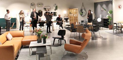 Tone Mette Eikefet ønsker velkommen til en splitter ny butikk