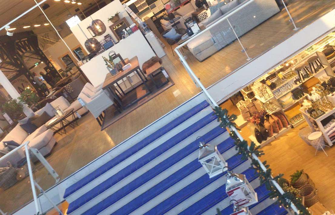 Godt stylede utstillinger i to etasjer, er salgsfremmende.