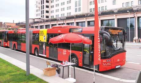 Hvert tiende minutt fraktet Designers Saturday-bussene folket gratis fra den ene utstillingen til den neste. Hop-on-hop off.