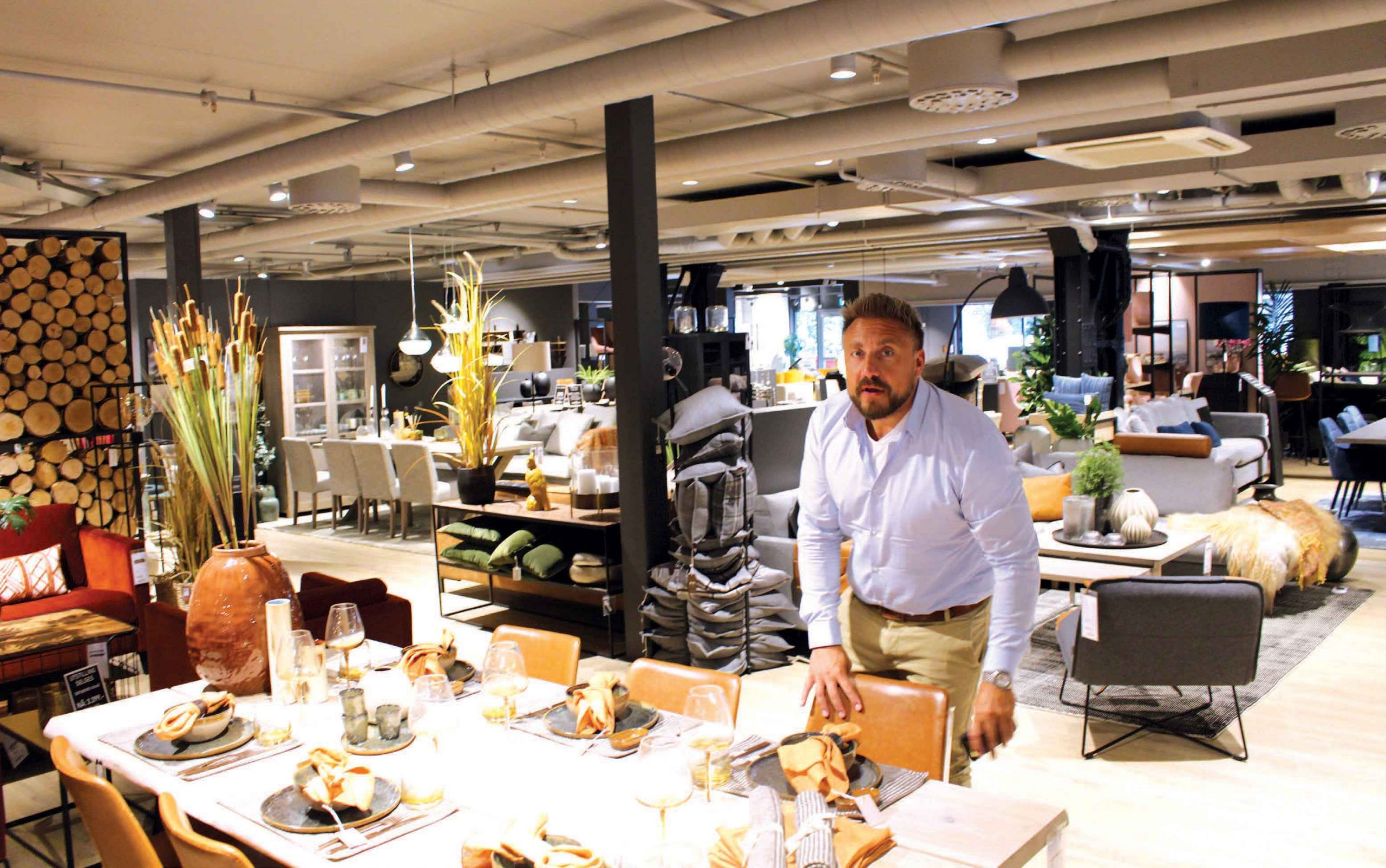 Mørkt og hyggelig i Møbelringen Studio på Skøyen. Foto: Knut Skoe
