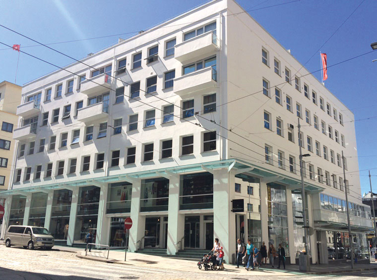 Bergen: Berstadhuset i Strandgaten, med Illums Bolighus i sokkelen, hvor Vibeke B. Rongved er Store Manager.
